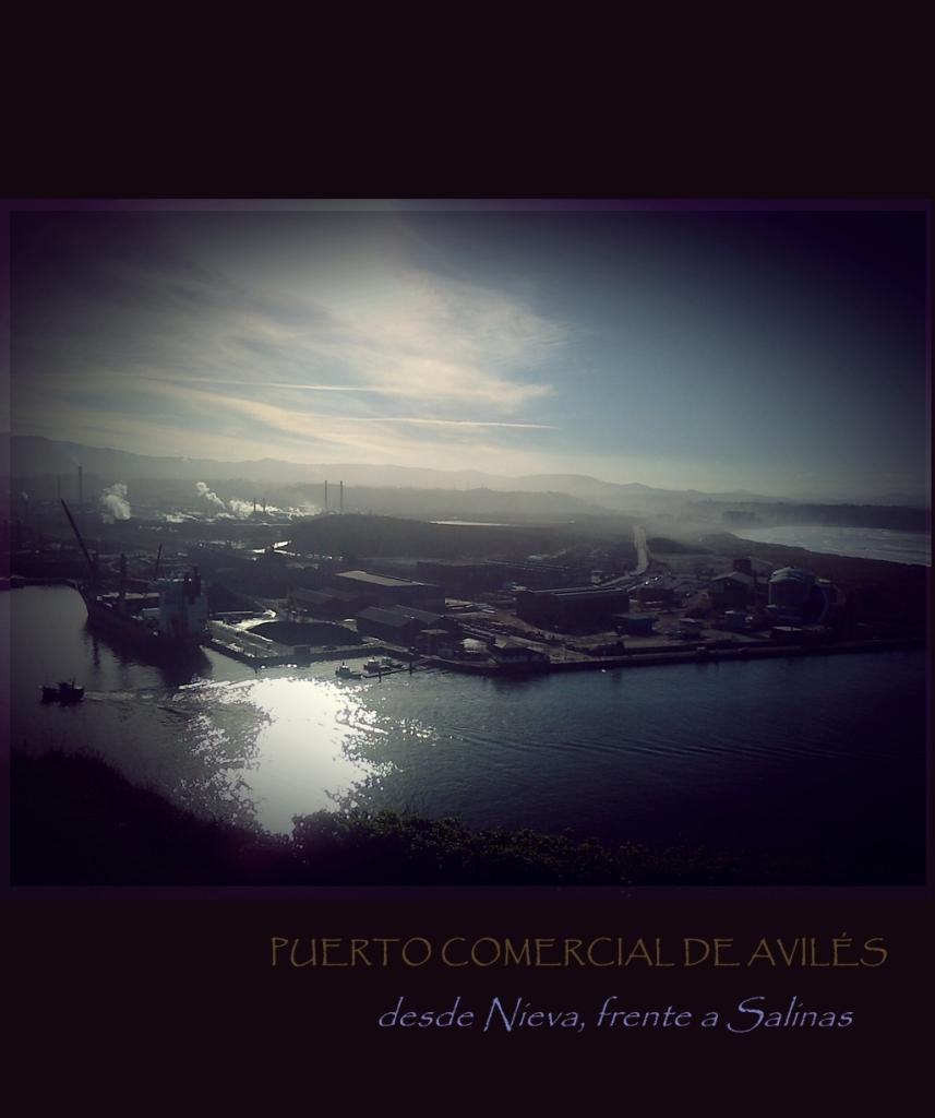 Puerto Comercial de Avilés desde Nieva y frente a Salinas