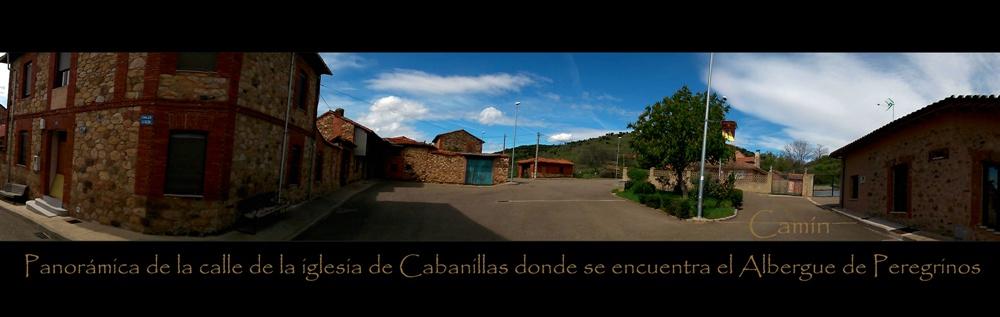 PANORÁMICA DE LA CALLE DE LA IGLESIA DE CABANILLAS DONDE SE ENCUENTRA EL ALBERGUE DE PEREGRINOS EN LEÓN