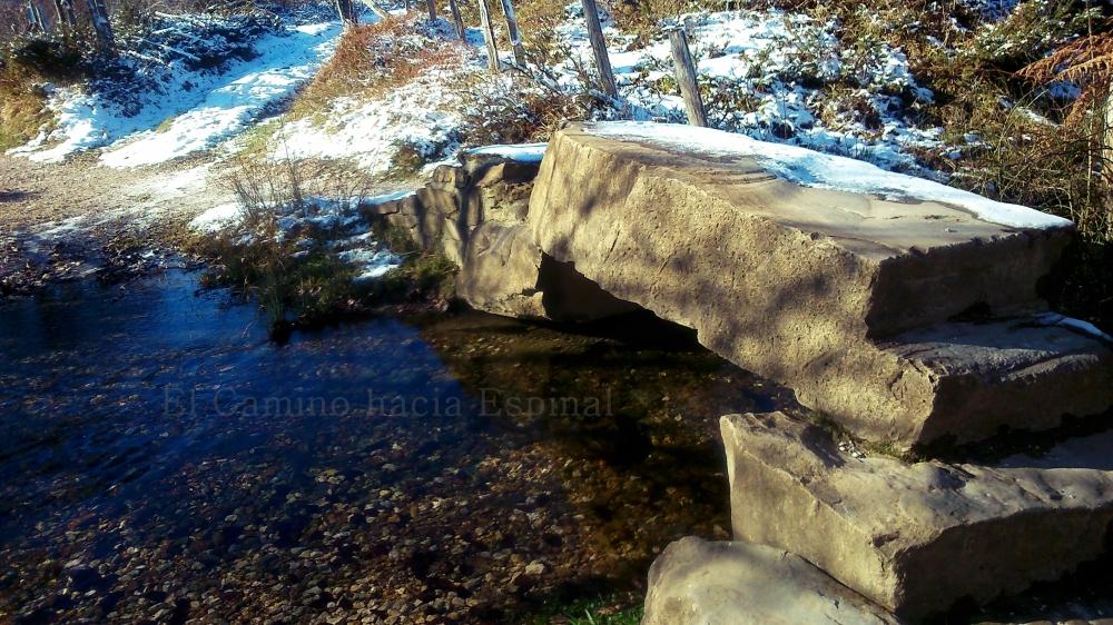 Puente de piedra de Camino a Espinal