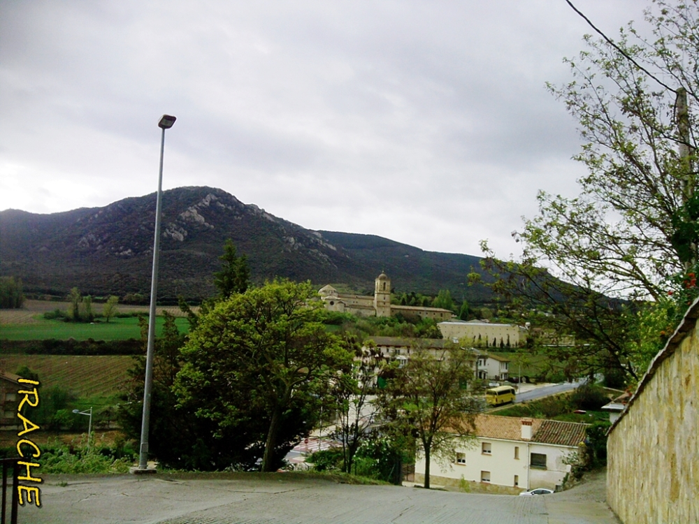 monasterio de Irache al fondo