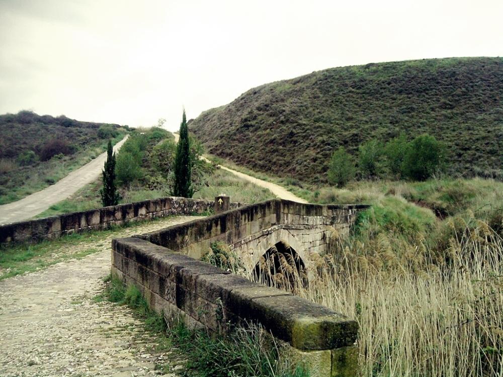 Puente Romano sobre arroyo tras Cirauqui