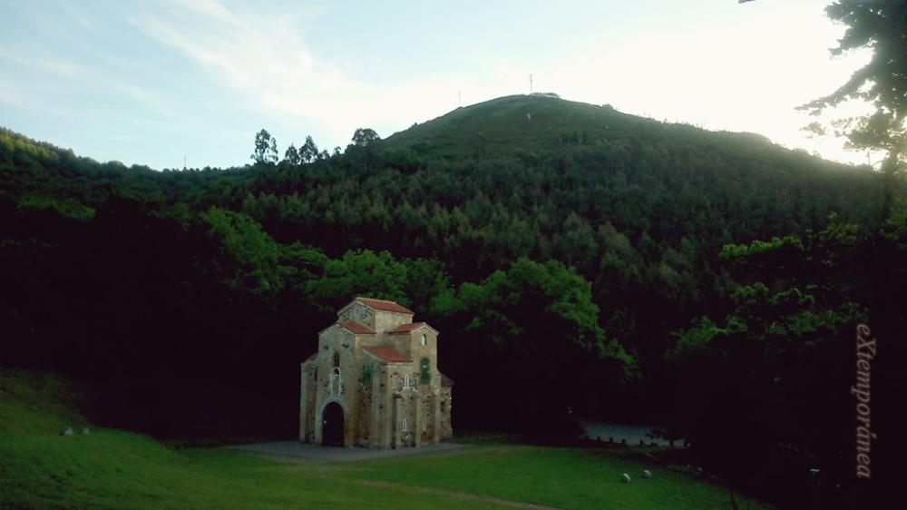 San Miguel de Lillo en las faldas del Naranco